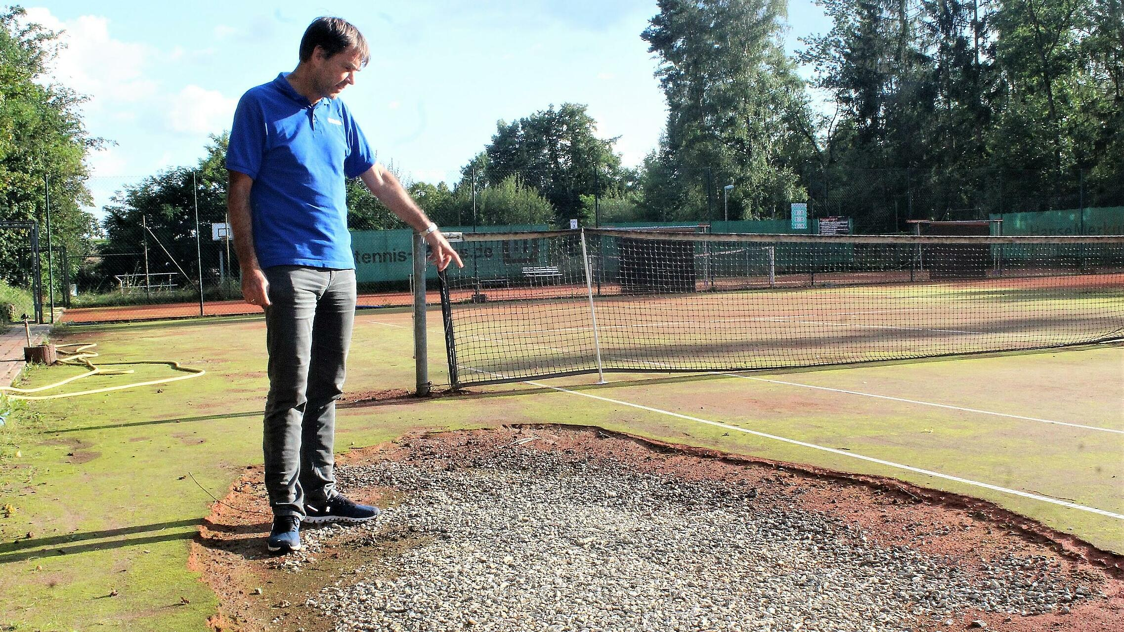 Tennisplatz unterspült Hochwasser 20210910